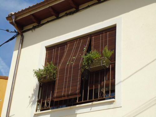 Persianas marte cadenilla de madera for Persiana madera exterior